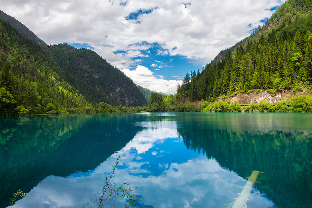 Mirror Lake in Jiuzhaigou