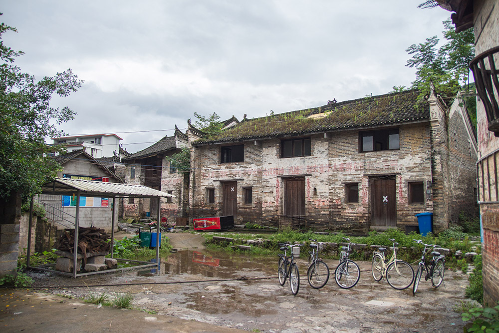 Cycling to one of the villages in the surroundings of Yangshuo