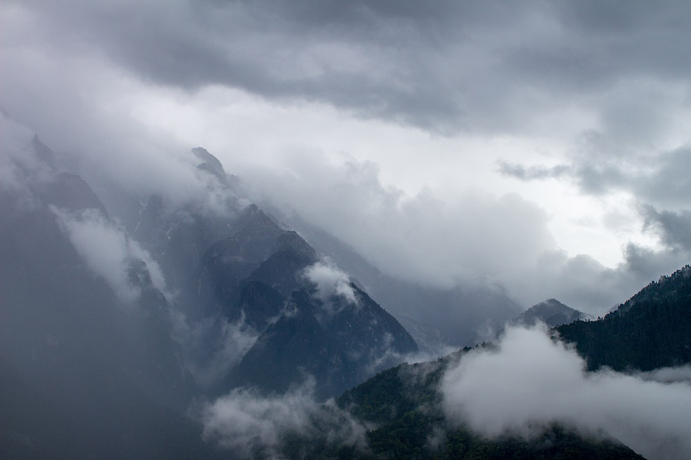 View on cloudy mountains in Tiger Leaping Gorge