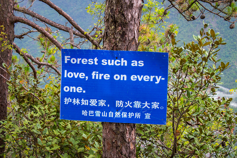Sign at Tiger Leaping Gorge about fire on everyone